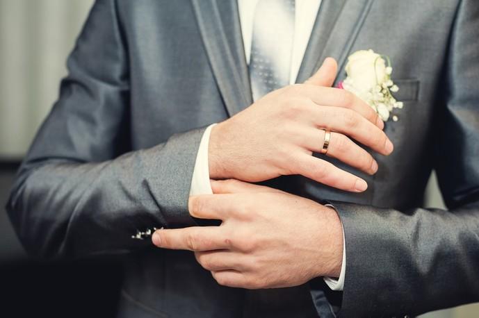 結婚式の服装は正しく着こなす