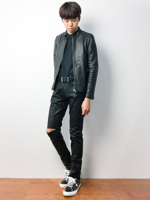 ライダースジャケットを使ったオールブラックコーディネート