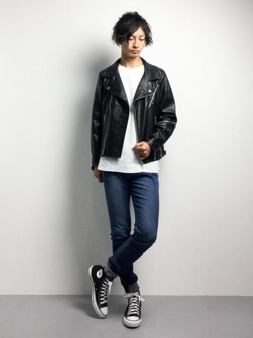 ライダースジャケットとデニムパンツの秋服着こなし