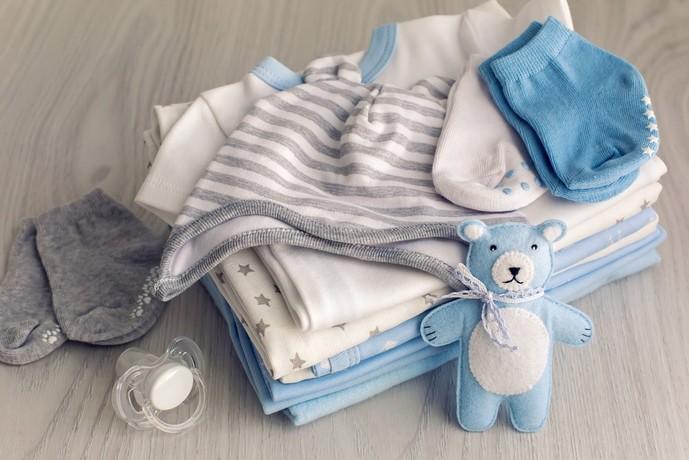 男の子向けのベビー服の出産祝い