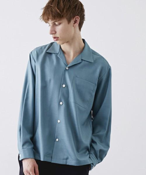 オープンカラーの長袖シャツ