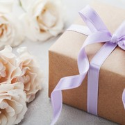彼女の誕生日に花束をプレゼント