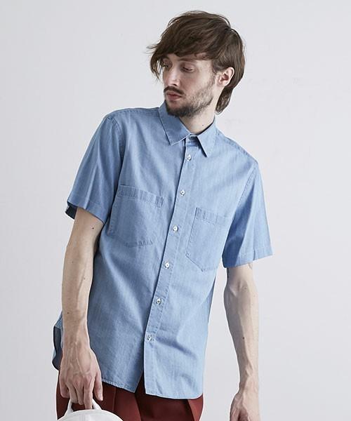 デニム生地っぽい作りのシャツ
