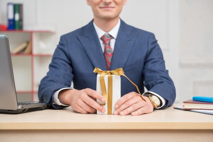 上司へのプレゼントのマナーとは