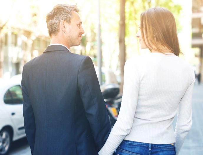 社内恋愛がバレる原因で一緒に出社する
