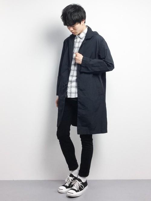 ステンカラーコートとチェックシャツの秋服コーディネート