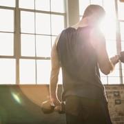 背筋は筋トレだけじゃダメ!背中を効果的に鍛えるトレーニング&ストレッチとは | Smartlog