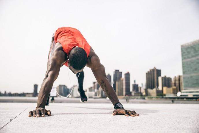 三角筋を鍛えられる自重トレーニング