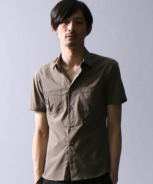 ダブルポケットのシャツ