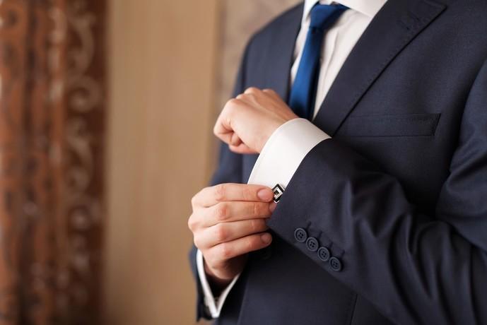 結婚式のおすすめブラックスーツコーディネート