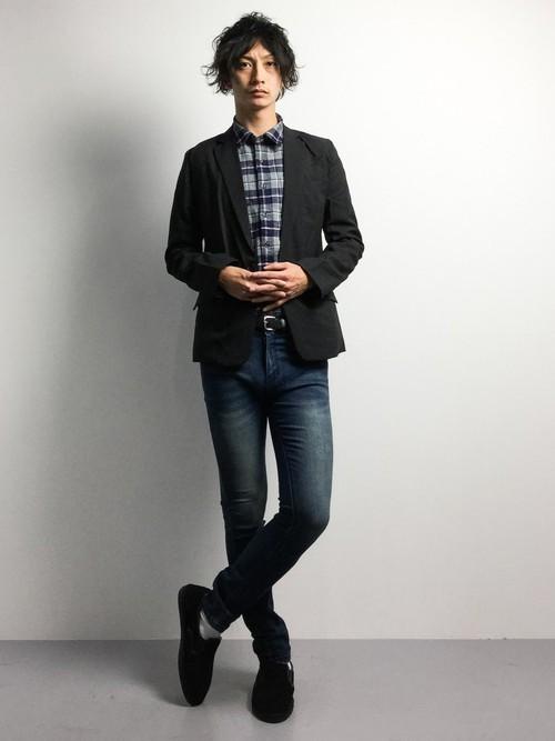 テーラードジャケットとチェックシャツの冬服コーディネート