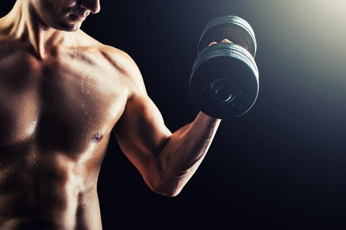 腕の筋肉を太くするダンベルトレーニング