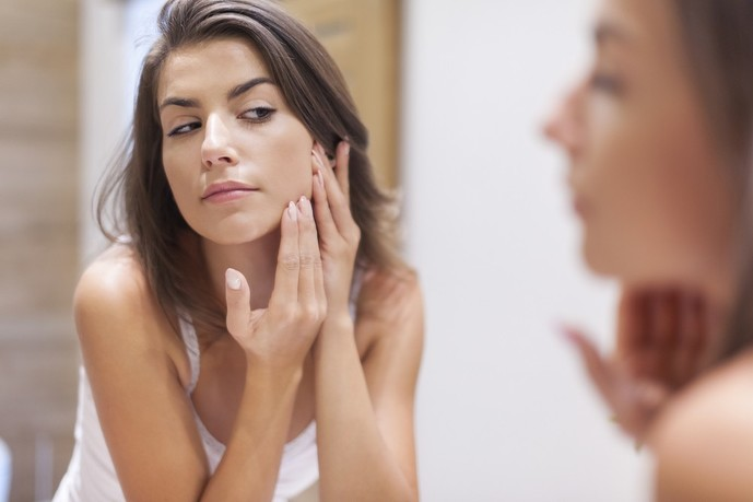 性欲が強い女性の特徴で肌がオイリーで荒れやすい