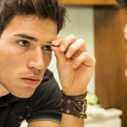顔の第一印象はここで決まる。定期的に「眉毛」を整えていますか? | Smartlog
