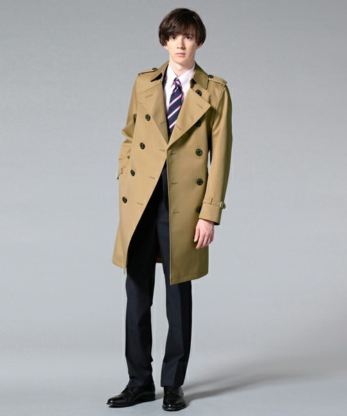 トレンチコートとスーツスタイルのメンズ着こなし
