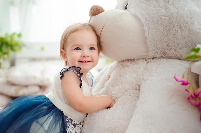 女の子への出産祝いプレゼントはおもちゃ