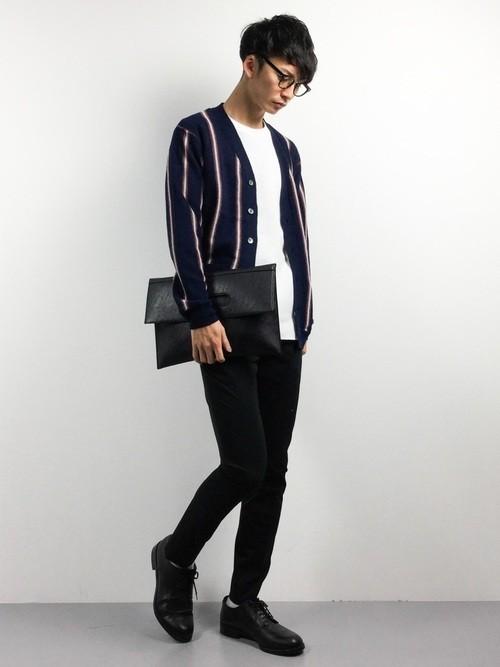 ストライプカーディガンとスキニーパンツの秋ファッションコーディネート