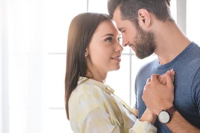 性欲が強い女性の特徴でボディタッチが多い