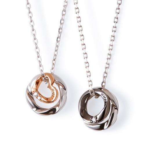 ペアネックレスのおすすめにリング型のネックレス.jpg