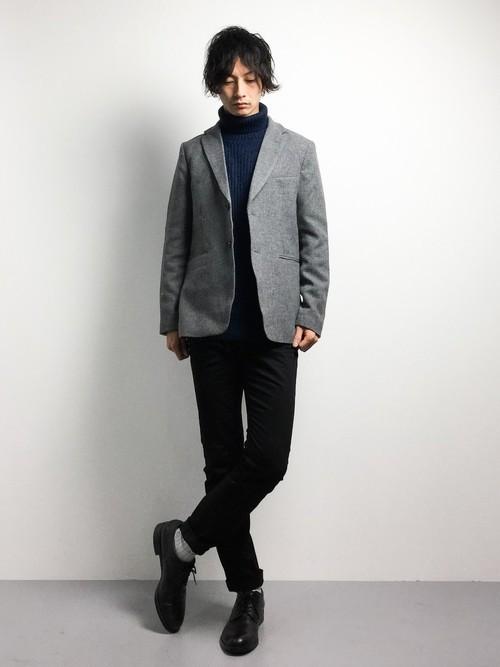 ジャケットとタートルネックの冬服コーディネート