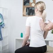 【肩甲骨のストレッチ方法】硬い筋肉を柔らかくする効果的なやり方とは | Smartlog