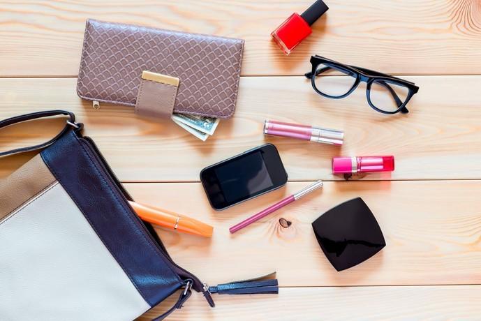 産休をとる女性へのプレゼントに化粧ポーチ