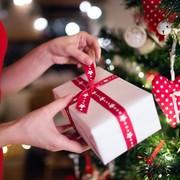 社会人の彼女が喜ぶクリスマスプレゼントランキング【 20代・30代女性の本音】 | Smartlog