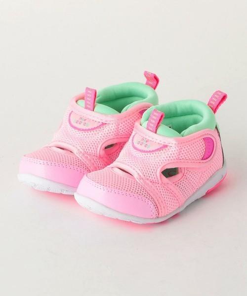 1歳の女の子に贈る誕生日プレゼントはニューバランスの靴