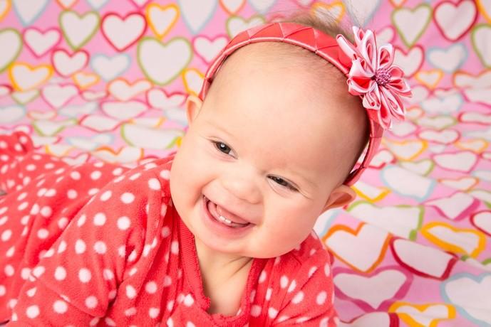 女の子への出産祝いプレゼントはベビーヘアバンド