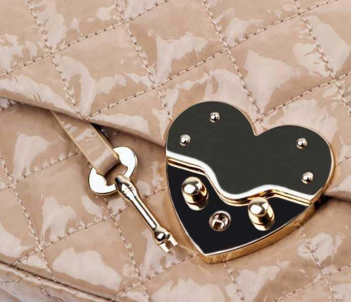ホワイトデーで本命彼女にお返ししたいプレゼントのキーケース