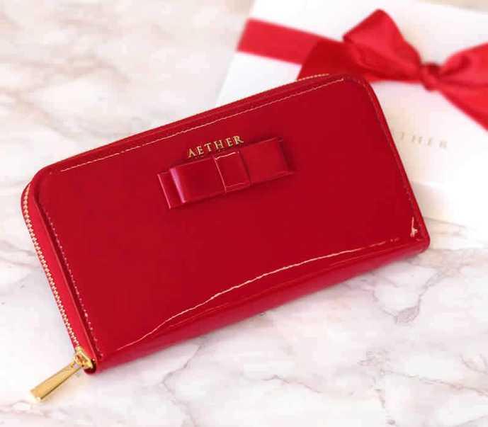 ホワイトデーで本命彼女にお返ししたいプレゼントにエーテルの長財布