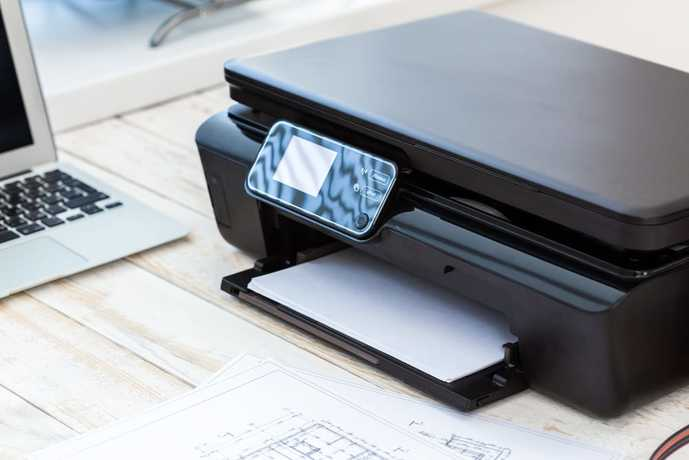コンパクトプリンターで印刷している瞬間