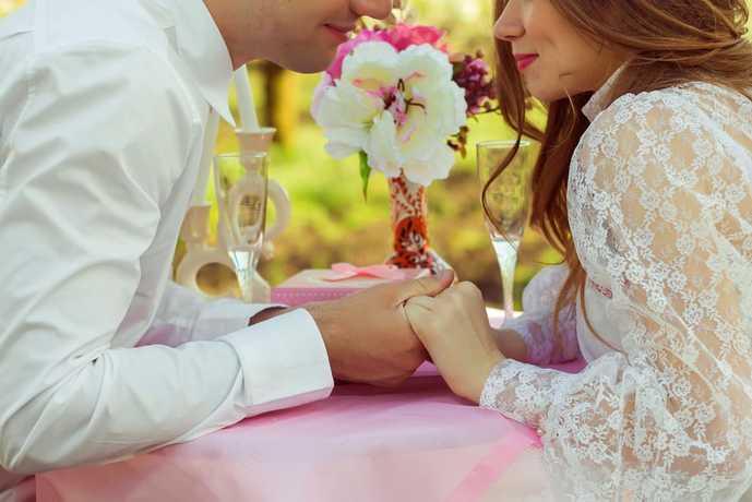 婚約したカップル