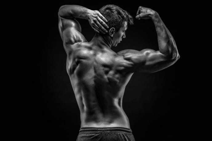 体幹を鍛え抜いた男の体