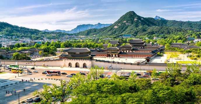 ソウルの人気観光名所「光化門広場」