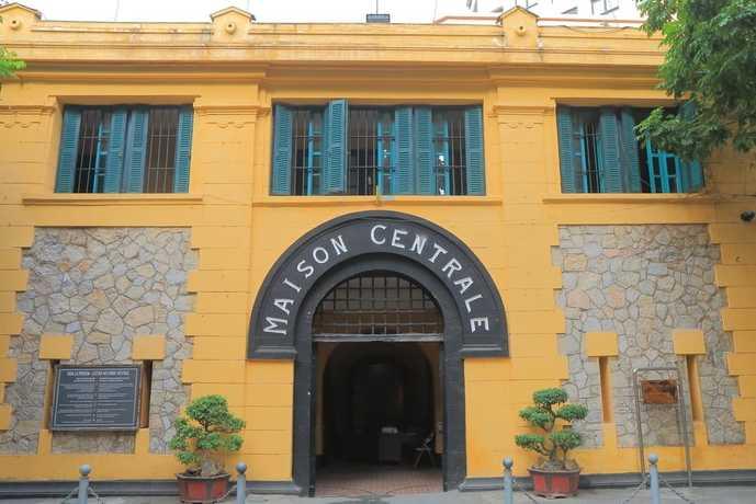 ベトナム・ハノイの人気観光スポット「ホアロー収容所跡」