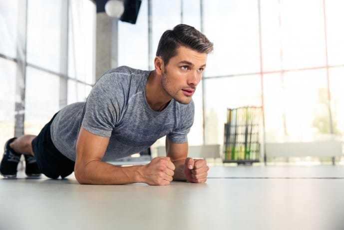 腹筋を鍛えられる効果的な筋トレ「プランク」