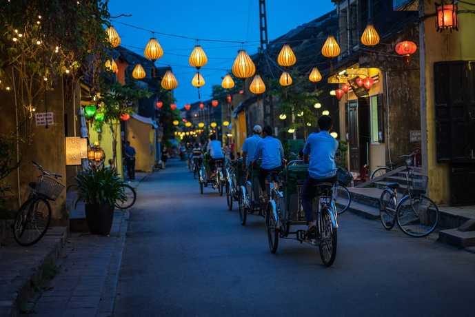 ベトナムの夜の街並み