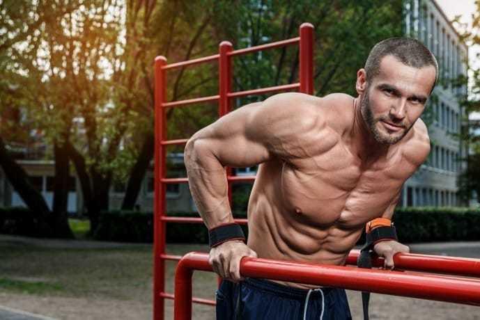 上腕三頭筋の効果的な筋トレ方法「ディップス」
