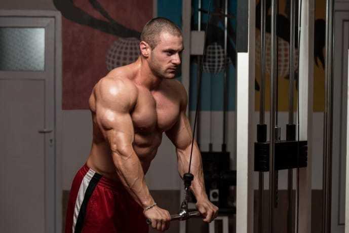 上腕三頭筋トレーニングに効果的な筋トレメニュー「プレスダウン」