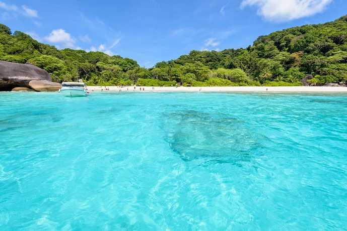 プーケットのおすすめ観光地「シミラン諸島の海」