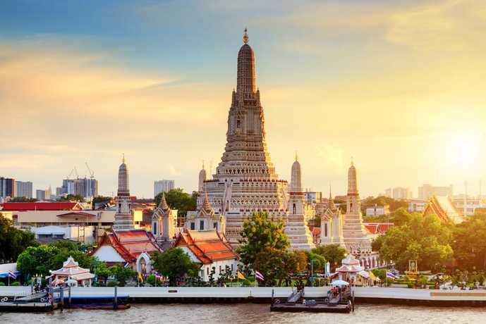 バンコクのおすすめ観光名所「ワット・アルン」