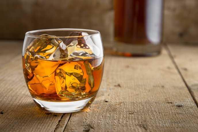 ウイスキーの飲み方「ハーフロック」