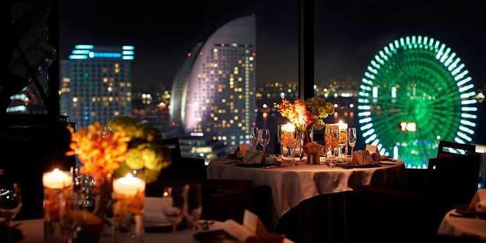 横浜_みなとみらいの夜景ディナーに横浜モノリス.jpg