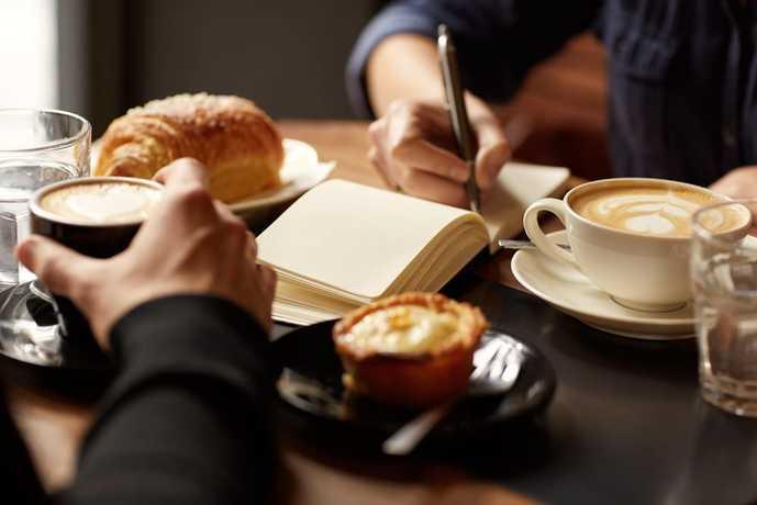 新橋の夜に一人でも行きやすい人気カフェとは