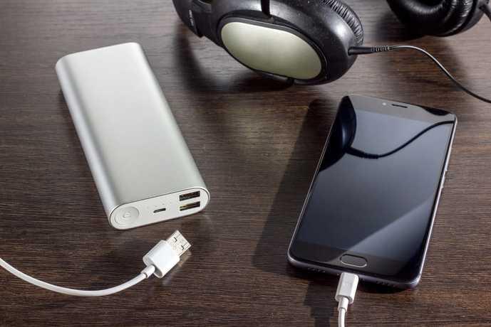 急速充電対応のモバイルバッテリーとは