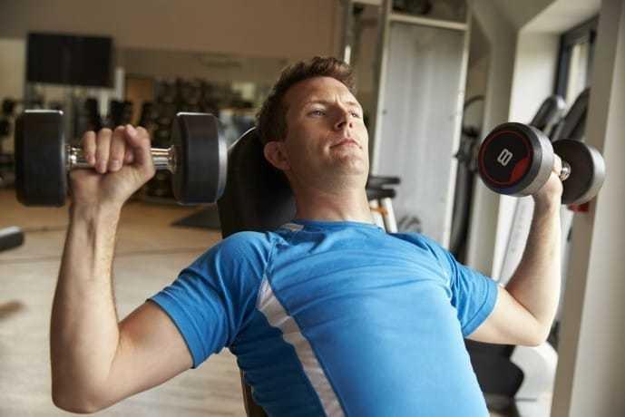 三角筋と上腕三頭筋を鍛えられるダンベルトレーニング