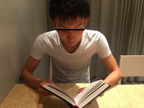 読書 つまらなそうな顔