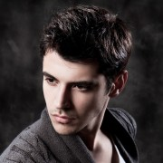 くせ毛の男に似合う髪型22選!個性を活かすメンズヘアカタログ決定版 | Smartlog