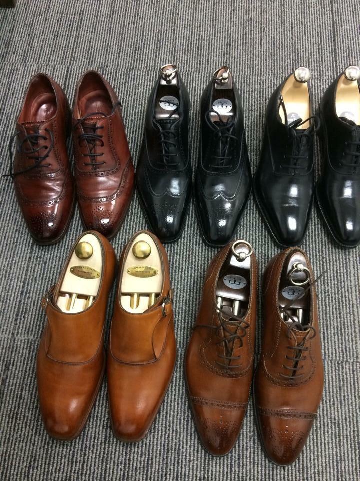 あなたは革靴を何足でローテーションしていますか?同じ靴を履き続けたりはしていないでしょうか?もしかしたらそれが一番の劣化の原因かもしれません。